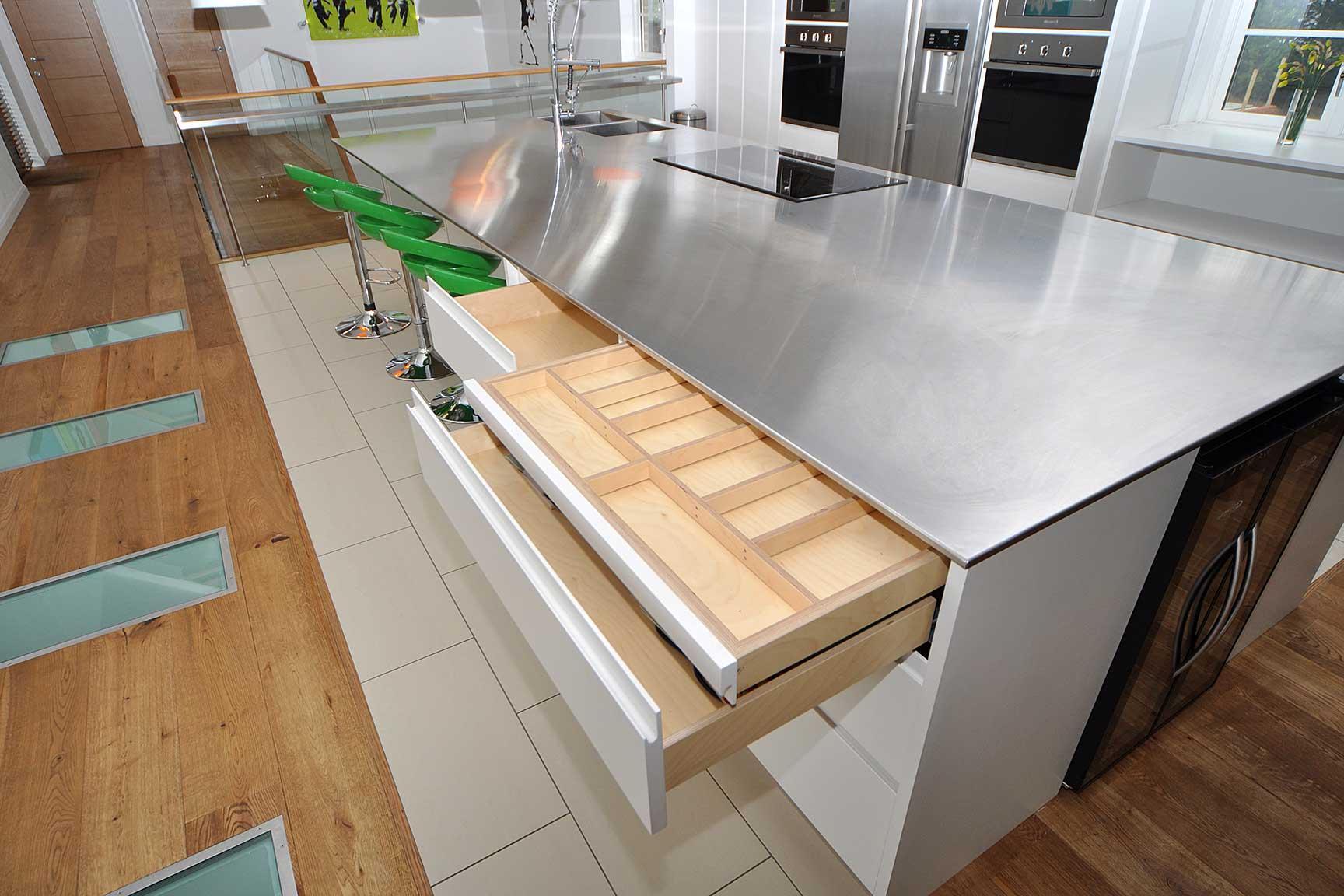 Виды современных кухонных столешниц