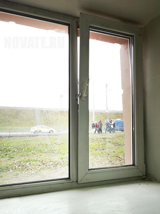 Наличие специальных штор на окнах актуально для жителей нижних этажей.