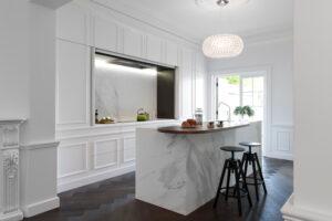 креативный дизайн кухни с 7 панелями из гранитных плит